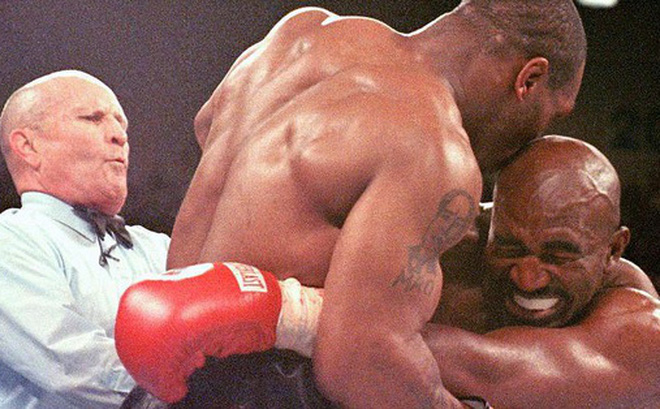 Số phận bi đát của huyền thoại quyền Anh bị Mike Tyson cắn đứt tai: Nửa tỷ đô bốc hơi, phải bán nhà, bán nhẫn, bán cả huy chương trả nợ