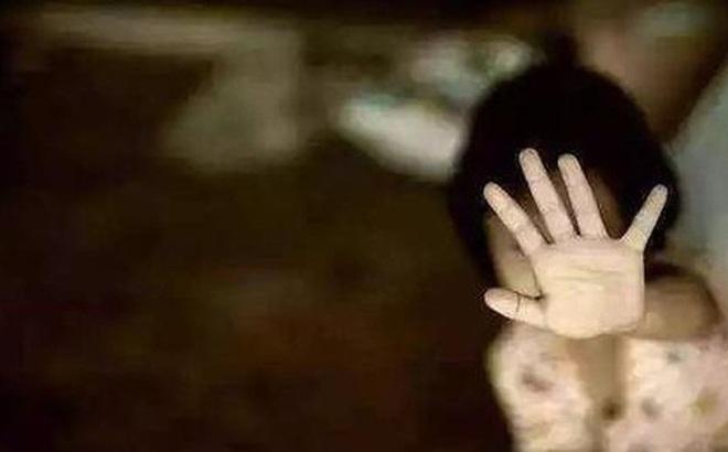 Lạm dụng con gái ruột suốt 9 năm, cuối cùng tên hổ dữ đã bị bắt, nhưng câu nói của hắn tại phiên tòa tuyên án khiến ai cũng rùng mình