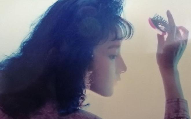 Hot girl thời nay chắc cũng phải xuýt xoa trước nhan sắc và góc nghiêng thần thánh của bà mẹ này thời trẻ