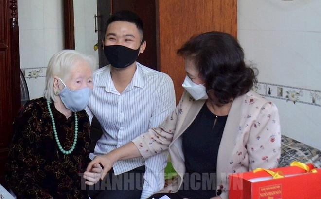 Chủ tịch Quốc Hội thăm các Mẹ Việt Nam anh hùng, Anh hùng lực lượng vũ trang