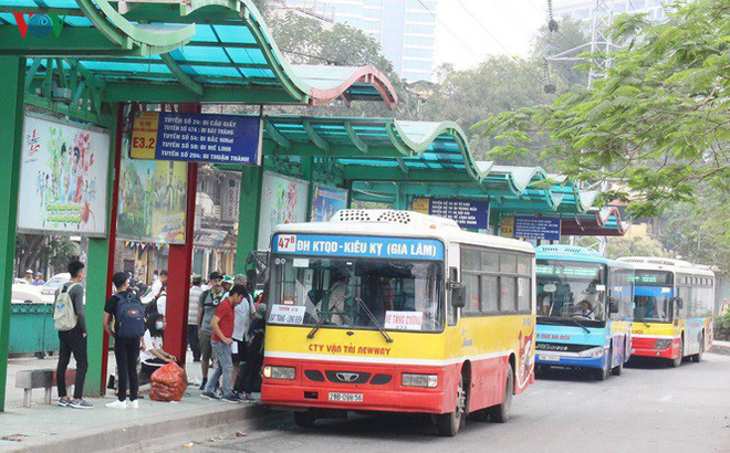 Toàn bộ xe buýt Hà Nội được hoạt động trở lại, khách vẫn phải ngồi cách nhau 1 ghế