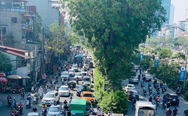 Phương tiện lưu thông trên đường phố Hà Nội tăng đột biến sau kỳ nghỉ 4 ngày