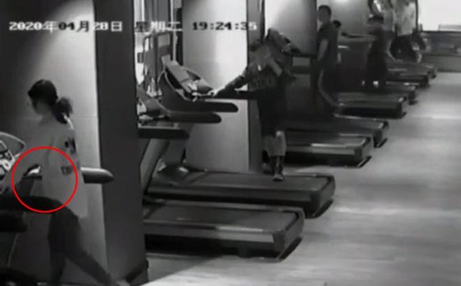 Người phụ nữ bị điện giật khi đang chạy bộ trên máy, vị trí phát ra dòng điện cũng là nơi nhiều người hay chạm vào