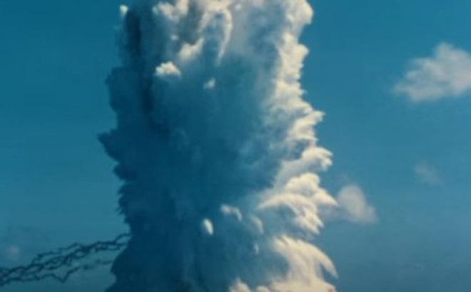 """Cột sóng """"kinh thiên động địa"""" của vụ thử hạt nhân dưới nước năm 1958"""