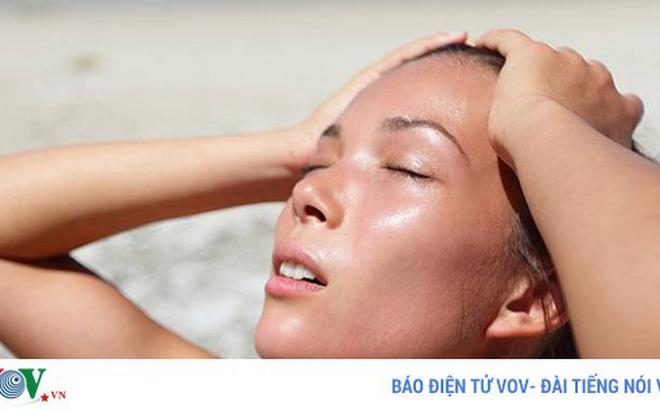 """7 động tác yoga giúp bạn """"hạ nhiệt"""" trong mùa hè"""