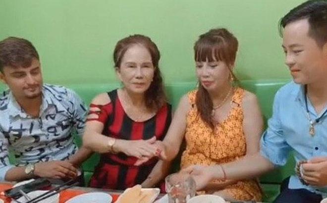 Cô dâu 62 tuổi cùng chồng trẻ lặn lội vào Đồng Nai gặp cô dâu 65 tuổi, giãi bày cách vượt dư luận và giữ hạnh phúc