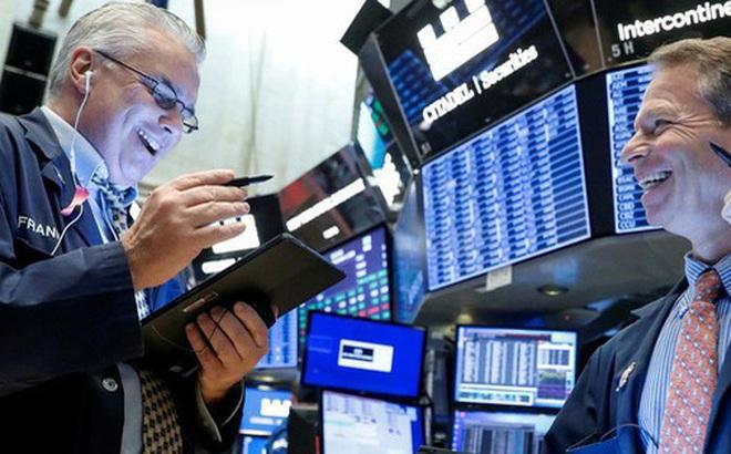 Cổ phiếu công nghệ thay nhau lập đỉnh, S&P 500 chạm mức cao nhất kể từ đầu tháng 3, Dow Jones tăng gần 370 điểm