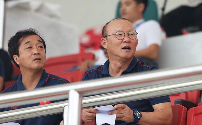 HLV Park Hang-seo làm gì khi bóng lăn trở lại trên các sân cỏ Việt Nam?