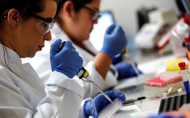 Chuyên gia Nga thử nghiệm vaccine COVID-19 trên chính mình