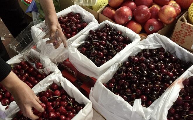 Hoa quả 'nhà giàu' giảm giá mạnh