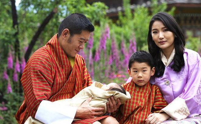 Hoàng hậu 'vạn người mê' Bhutan chính thức công bố hình ảnh con trai thứ 2 mới sinh khiến dân mạng xuýt xoa