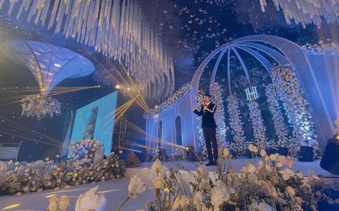 """Xôn xao """"siêu đám cưới"""" tại Ninh Hiệp: Dựng """"lâu đài"""" trên 1600m2, gần 200 người kì công chuẩn bị và loạt """"sao bự"""" tham dự"""