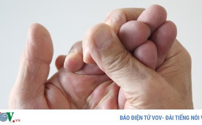 10 triệu chứng tê tay báo hiệu bệnh nguy hiểm