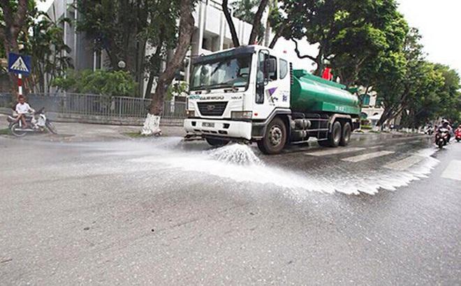 Hà Nội chi hơn 100 tỷ đồng rửa đường ngày nắng nóng