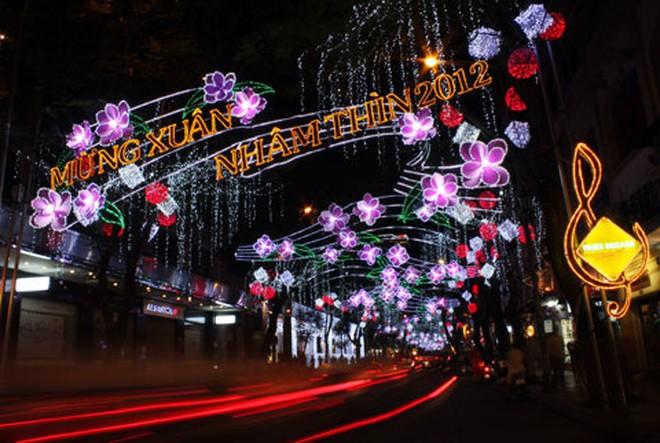 Đường phố Sài Gòn lung linh đón Tết