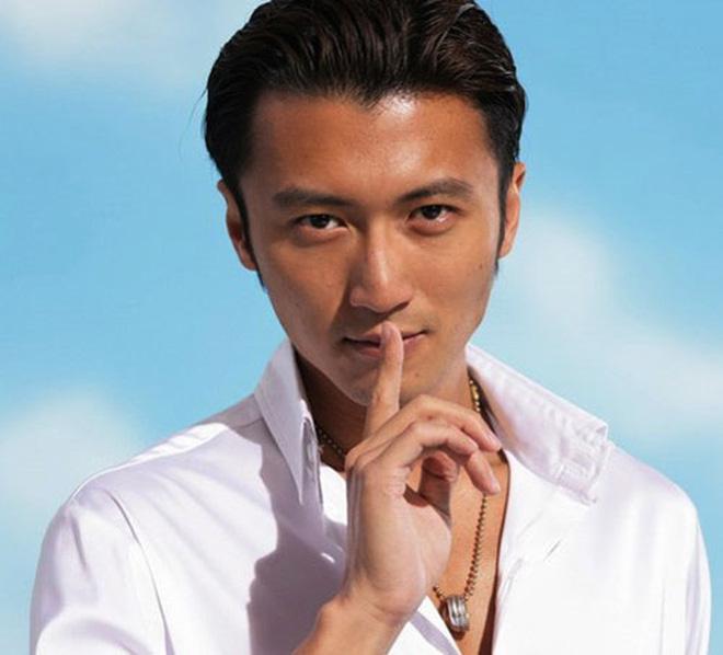 """Tạ Đình Phong bị nghi là con riêng của """"vua sòng bạc"""""""