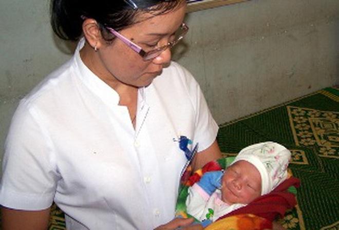 Kom Tum: Mẹ bỏ rơi con mới sinh, trốn khỏi bệnh viện