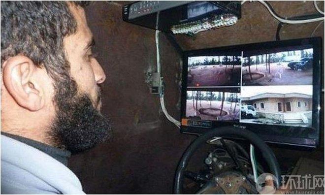 """Phiến quân Syria tự chế xe bọc thép """"khủng"""" đối phó với quân chính phủ"""