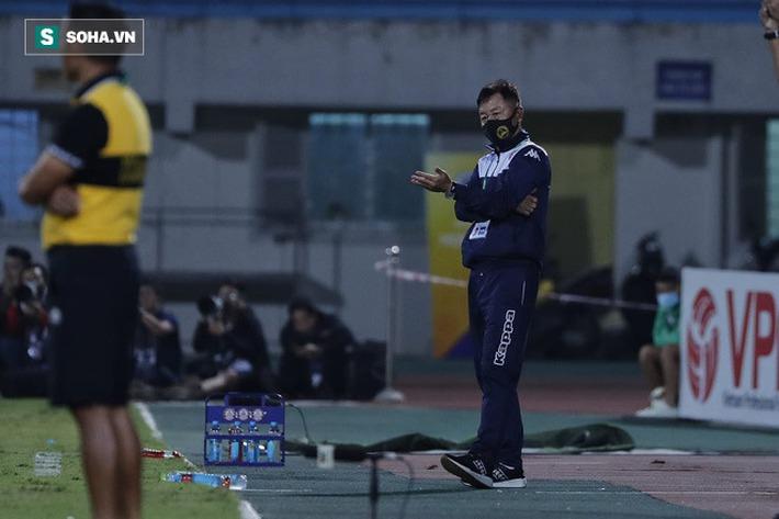 Trọng tài không nên thổi 11m cho Hà Nội; Quang Hải đừng vội mơ về châu Âu - Ảnh 3.