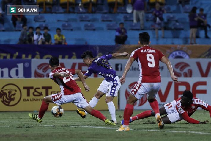 Trọng tài không nên thổi 11m cho Hà Nội; Quang Hải đừng vội mơ về châu Âu - Ảnh 2.