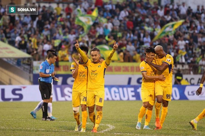 Cựu tiền đạo U23 VN chơi thăng hoa, đẩy đội bét bảng V.League lún sâu vào thảm cảnh - Ảnh 1.