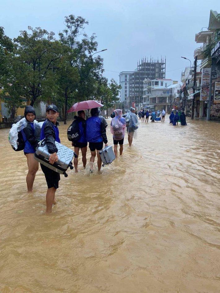 """Báo Thái phát hoảng trước cảnh tượng sân bóng ở V.League 2 bỗng biến thành… """"hồ bơi"""" - Ảnh 5."""
