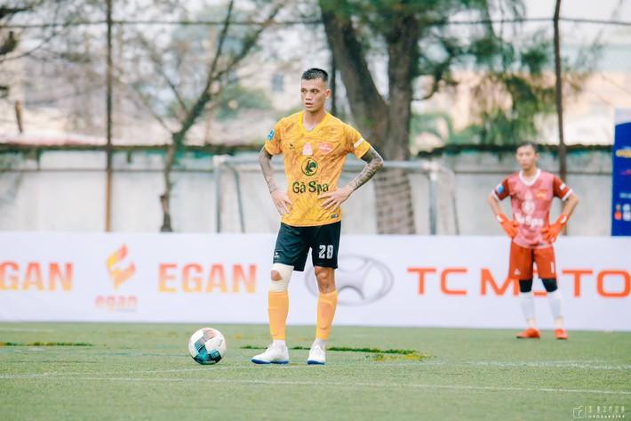Tự ý đi đá phủi, trung vệ ĐT Việt Nam bị đội bóng chủ quản thanh lý hợp đồng - Ảnh 1.