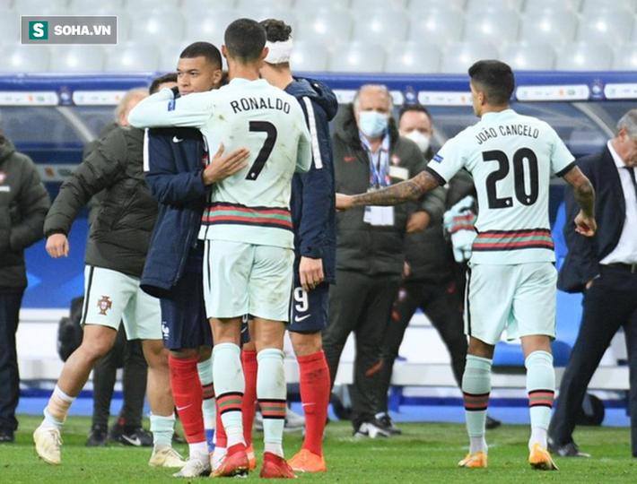 SỐC: Cristiano Ronaldo dính Covid-19, nhưng nguy cơ tiếp theo mới đáng lo thực sự - Ảnh 1.