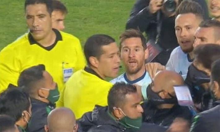 Messi nổi nóng, đòi cân cả Ban huấn luyện và cầu thủ Bolivia - Ảnh 1.