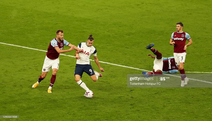 Mourinho tái mặt xem đồng hồ, Tottenham dẫn 3-0 nhưng vẫn ôm hận đúng phút cuối cùng - Ảnh 2.