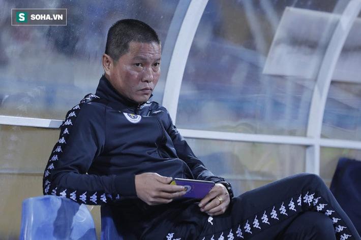 Bầu Hiển cười trừ vì bàn thắng nhạy cảm, Hà Nội FC chật vật áp sát ngôi đầu BXH - Ảnh 3.