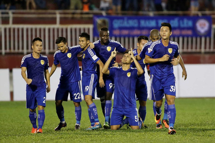 Quảng Nam gây bất ngờ, cuộc đua trụ hạng ở V.League 2020 chưa hết nóng - Ảnh 1.