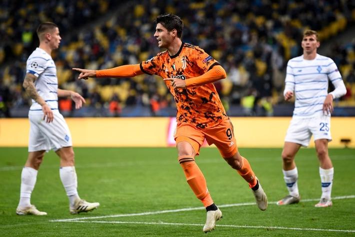 Messi dằn mặt Ronaldo trong ngày Barca đại thắng; Chelsea sảy chân ngay trên sân nhà - Ảnh 2.
