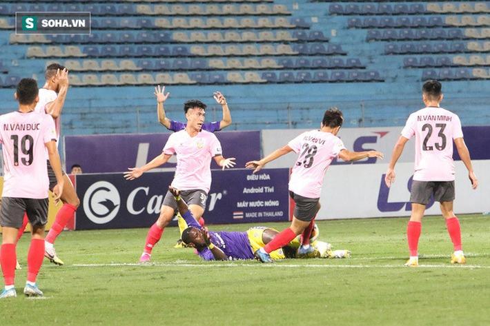 Chuyện lạ ở CLB Hà Nội: Ghi bàn nhiều nhất đội, cựu tiền đạo HAGL vẫn bị CĐV chế giễu - Ảnh 2.