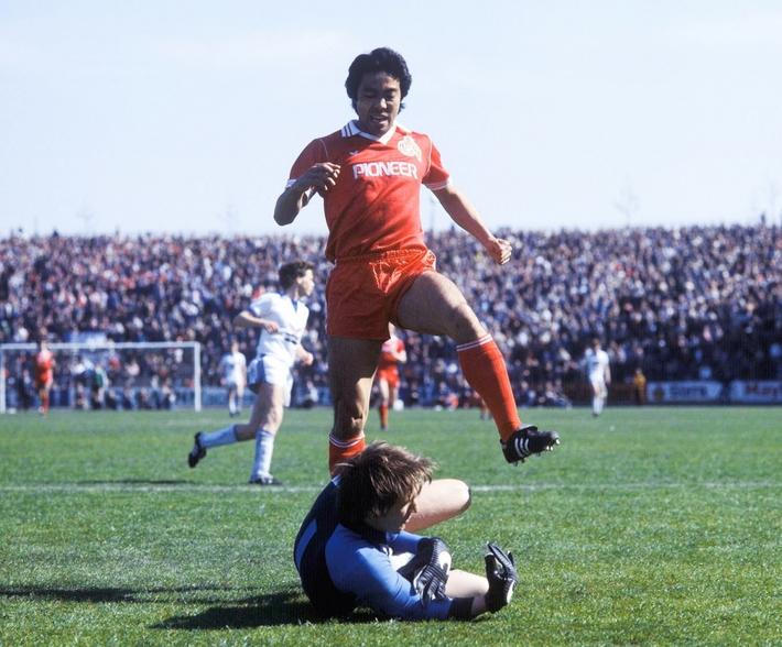 Ngày này năm xưa: Bóng đá Nhật Bản có cầu thủ đầu tiên thi đấu ở châu Âu - Ảnh 1.