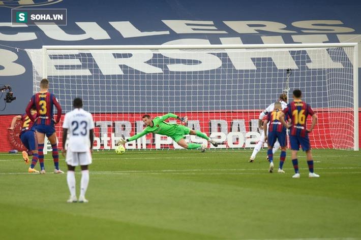 Messi bất lực, Real Madrid nhấn chìm Barca để lên ngôi đầu xứng đáng - Ảnh 1.