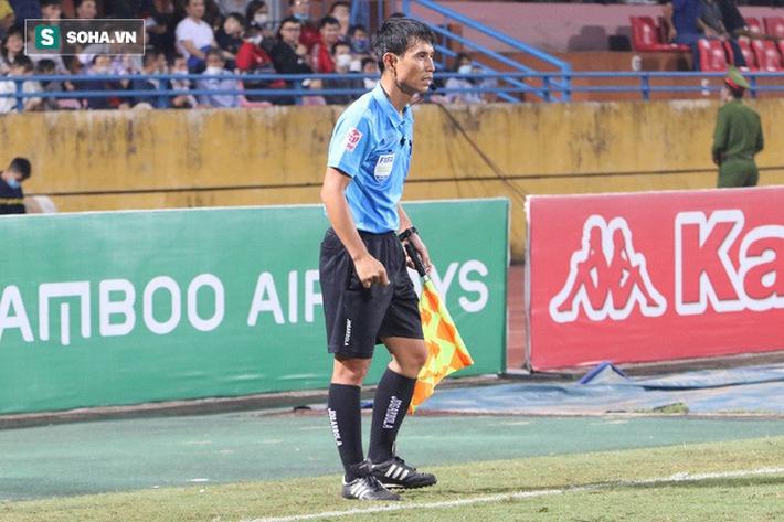 Ngoại binh Hà Nội FC chửi thề, quát trọng tài FIFA: Mở mắt ra mà bắt - Ảnh 4.