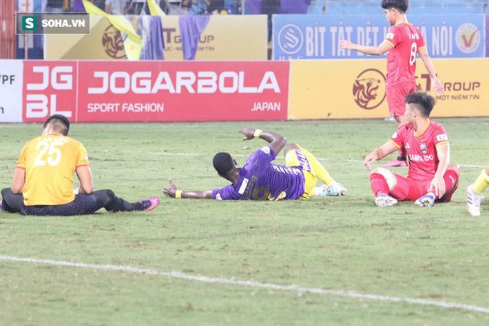 Ngoại binh Hà Nội FC chửi thề, quát trọng tài FIFA: Mở mắt ra mà bắt - Ảnh 6.