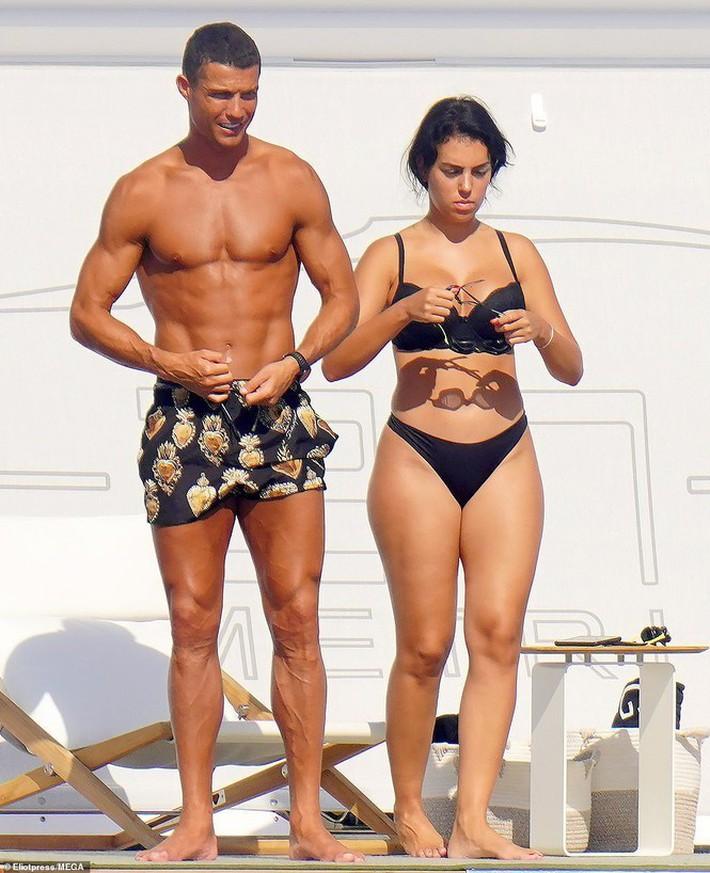 Bạn gái Ronaldo hé lộ điều bất ngờ: 'Giới thượng lưu không chấp nhận chúng tôi' - Ảnh 4.