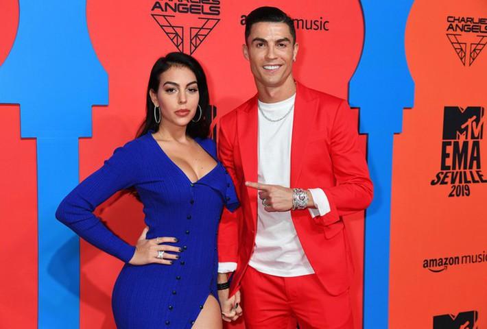 Bạn gái Ronaldo hé lộ điều bất ngờ: 'Giới thượng lưu không chấp nhận chúng tôi' - Ảnh 7.