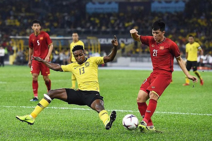 SỐC: Sao nhập tịch Malaysia bị cấm thi đấu 2 năm, nguy cơ không thể đối đầu ĐT Việt Nam - Ảnh 1.