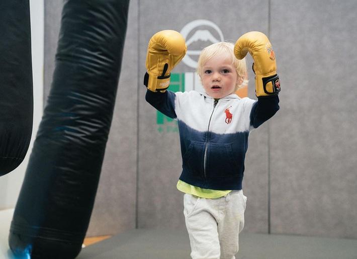 Conor McGregor đăng ảnh tập luyện cực sung nhằm chuẩn bị cho màn tái xuất UFC nhưng không ngờ lại bị cậu quý tử 3 tuổi chiếm trọn spotlight - Ảnh 6.