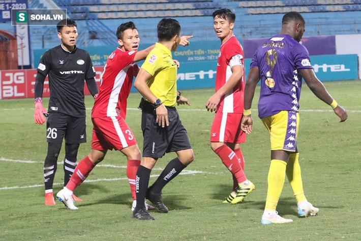 Quế Ngọc Hải mắng xối xả tiền đạo Hà Nội FC, đòi trọng tài rút thẻ đuổi đối thủ khỏi sân - Ảnh 6.