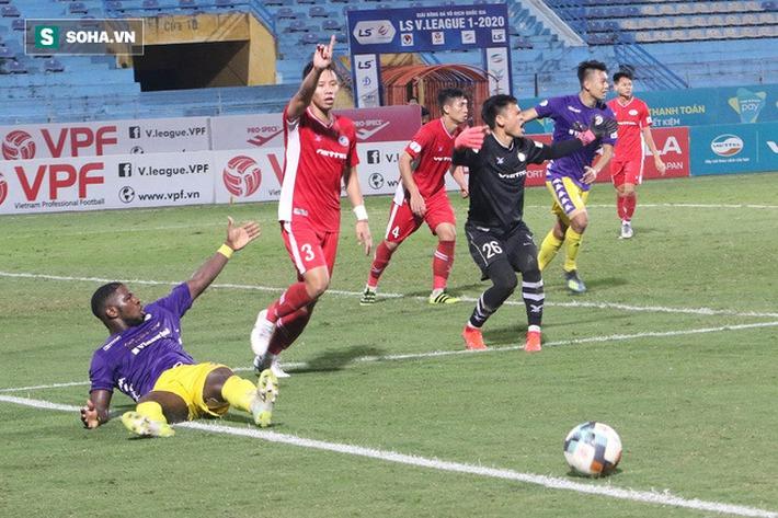 Quế Ngọc Hải mắng xối xả tiền đạo Hà Nội FC, đòi trọng tài rút thẻ đuổi đối thủ khỏi sân - Ảnh 1.
