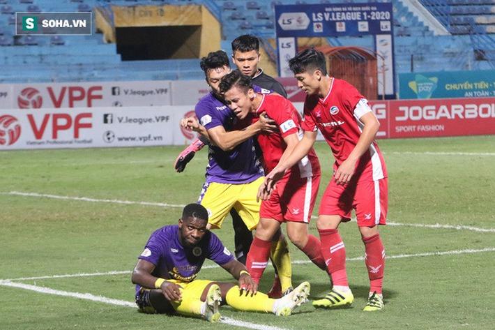 Quế Ngọc Hải mắng xối xả tiền đạo Hà Nội FC, đòi trọng tài rút thẻ đuổi đối thủ khỏi sân - Ảnh 4.