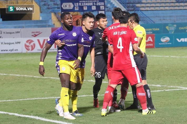 Quế Ngọc Hải mắng xối xả tiền đạo Hà Nội FC, đòi trọng tài rút thẻ đuổi đối thủ khỏi sân - Ảnh 5.