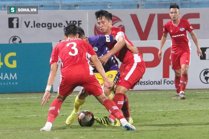 Quế Ngọc Hải mắng xối xả tiền đạo Hà Nội FC, đòi trọng tài rút thẻ đuổi đối thủ khỏi sân - Ảnh 7.