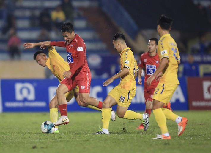 CLB Nam Định nhiều lần bị oan vì trọng tài, nếu phải xuống hạng thì thật xót xa - Ảnh 1.