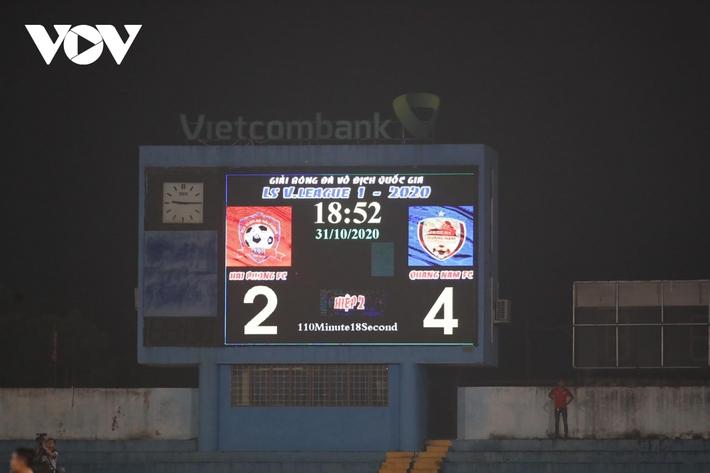 Ảnh: HLV Thành Công và cầu thủ Quảng Nam thẫn thờ khi nhận vé xuống hạng - Ảnh 5.