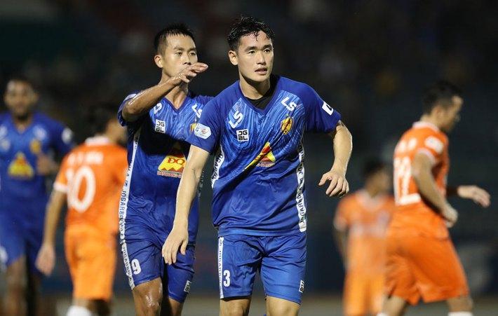 CLB Nam Định nhiều lần bị oan vì trọng tài, nếu phải xuống hạng thì thật xót xa - Ảnh 2.